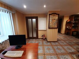 Продается офис 35 кв. м в нежилом помещении в жилом доме