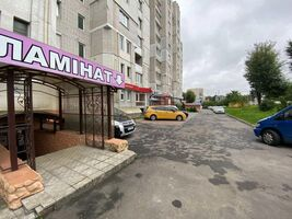 Продається нежитлове приміщення в житловому будинку 156 кв. м в 10-поверховій будівлі