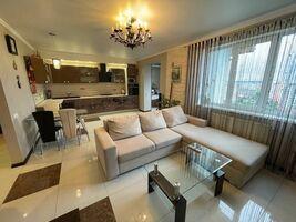 Продается 3-комнатная квартира 120.9 кв. м в Ивано-Франковске