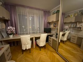Продается 5-комнатная квартира 93 кв. м в Ровно