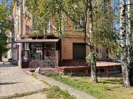 Сдается в аренду офис 150 кв. м в нежилом помещении в жилом доме