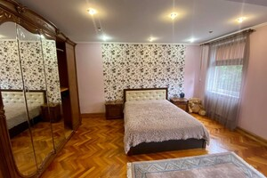 Сдается в аренду дом на 2 этажа 220 кв. м с баней/сауной