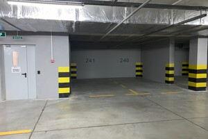 Сдается в аренду подземный паркинг под легковое авто на 36 кв. м