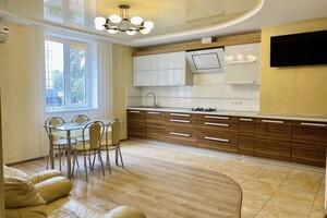 Продается 2-комнатная квартира 69 кв. м в Ровно