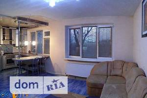 Сниму трехкомнатную квартиру посуточно в Днепропетровской области