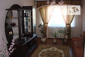 Сниму треккомнатную квартиру в Черниговской области долгосрочно