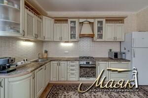 Продается дом на 2 этажа 190 кв. м с садом