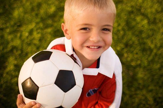 Выбираем футбольный мяч для ребенка