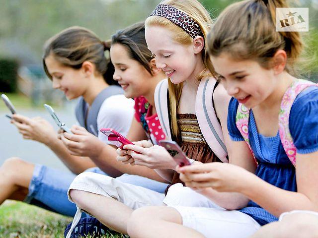 Какой лучше купить для ребенка телефон?