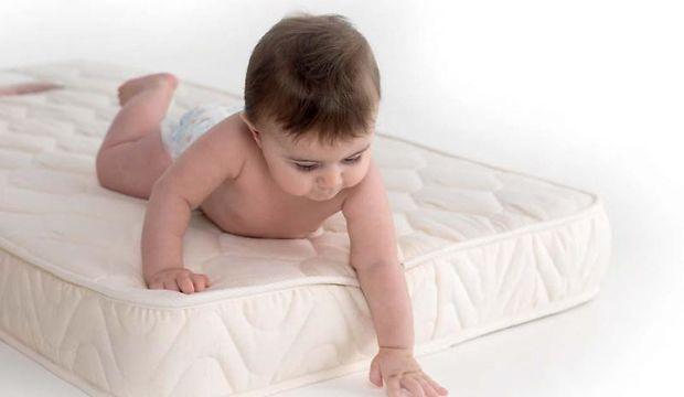Как в детскую кроватку выбрать матрас