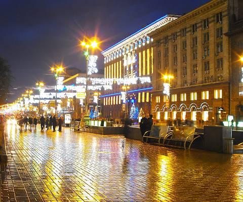 В центре Киева проведут ремонт гранитного покрытия
