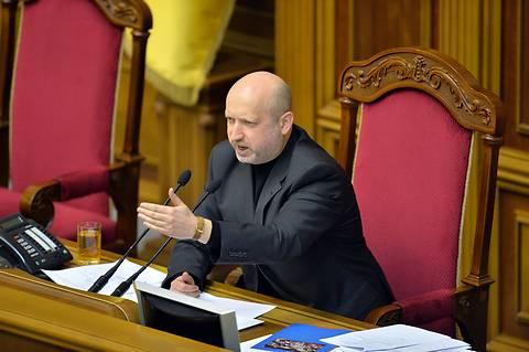 Турчинов подписал закон, сокращающий расходы для потребителей нотариальных услуг