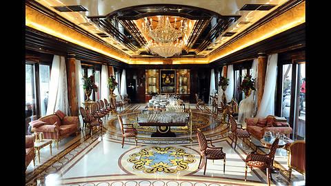 Зарубежные дизайнеры назвали Межигорье Януковича пародией на Версаль, построенный в «стиле переизбытка денег»