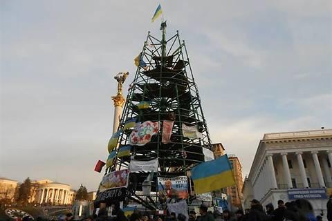Кличко пообещал убрать елку с Майдана