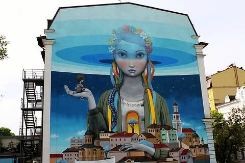 Патриотичный стрит-арт: ТОП-10 объектов Киева в национальном стиле (фото)