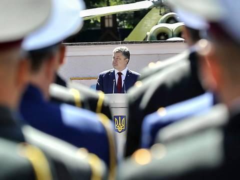 Президент и Кабмин обсудят приватизацию жилья военных в Крыму
