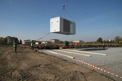 Германия направит в Украину еще 100 грузовиков с модульными домами