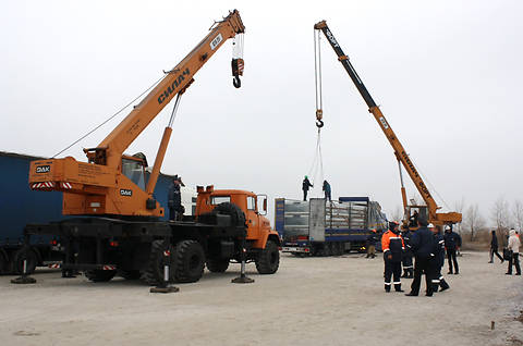 В Украину из Германии прибыло 40 грузовиков с жилыми модулями (фото)