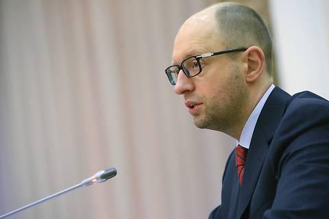 Яценюк поручил завершить строительство жилья для переселенцев