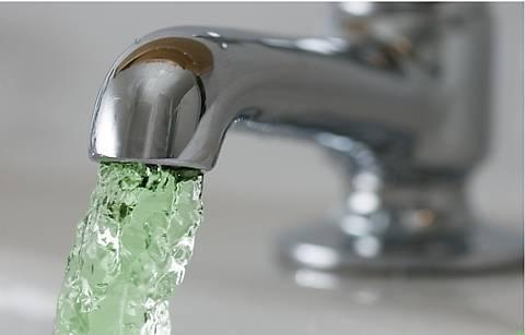 Киевлян предупредили: из кранов может потечь зеленая вода