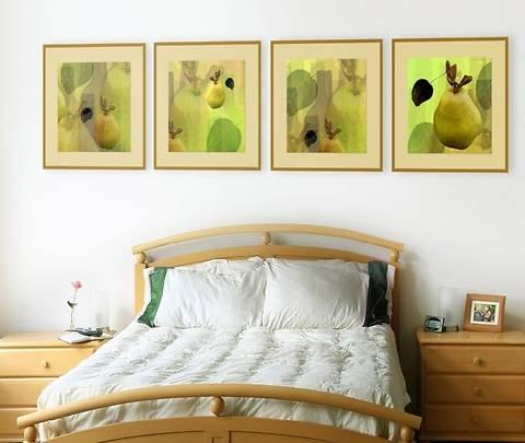 расположить на стене картины, плакаты, фото или панно