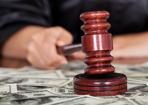 У боржників ЖКГ будуть списувати гроші з банківських рахунків