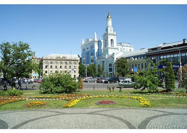 Контрактову площу в Києві звільняють від незаконних споруд