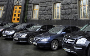 Министерствам Украины оставят максимум по 3 служебных автомобиля