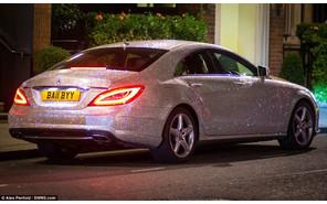 Российская студентка «забила» свой Mercedes-Benz CLS стразами Сваровски