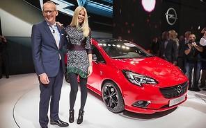 Парижский автосалон 2014: Клаудиа Шиффер презентовала новый Opel Corsa