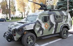 Полк «Азов» получил от «КрАЗ» новый броневик