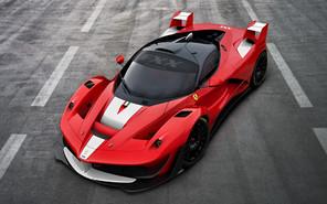 Ferrari LaFerrari осваивает трек