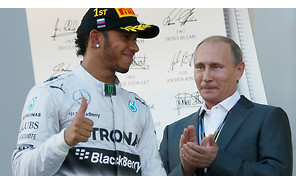 Видео: Льюис Хэмильтон не пожал руку Путину