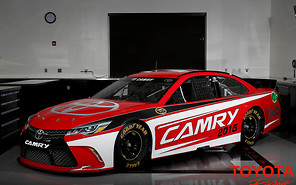 Обновленный седан Toyota Camry примерил спортивную форму