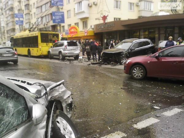 В центре Киева возникла огромная пробка из-за массового ДТП