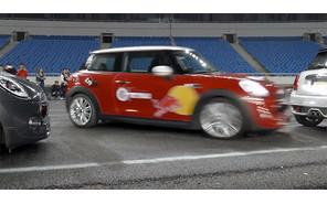 Видео: китаец установил рекорд парковки с ручником на Mini