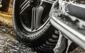 Кабмин «переобул» свои машины за четверть миллиона гривен