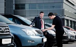 Дилеры Москвы приостановили продажи новых авто
