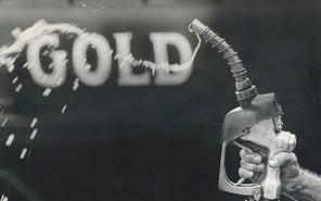 Продажи бензина упали на четверть