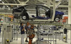 Сотрудников российского завода Volkswagen увольняют сотнями