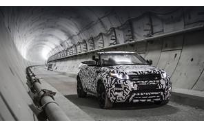 Кроссовер Range Rover Evoque Convertible испытали в метро