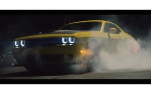 Видео: известный клипмейкер заставил Dodge Challenger дрифтовать в воздухе