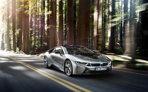 Супергибрид BMW i8 стал «ботаником года»