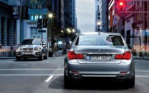 Автомобили BMW научили общаться со светофорами