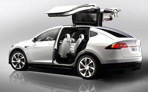 Кроссовер Tesla Model X получит двери в форме «крылья сокола»