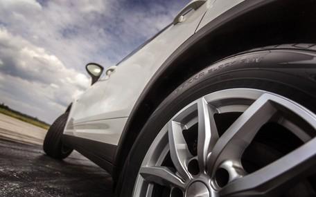 Безопасное вождение: Скрытые угрозы на осенних дорогах