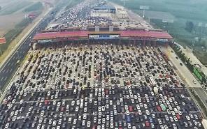 Огромная пробка парализовала 50-полосное шоссе