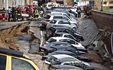 20 припаркованных автомобилей ушли под землю из-за проседания грунта