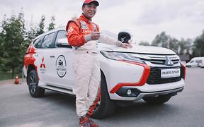 Знаменитый гонщик, многократный чемпион престижных раллийных соревнований провел тест-драйв автомобилей Mitsubishi.