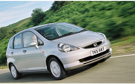 Honda Jazz против Mitsubishi Colt: Попавшие между классами